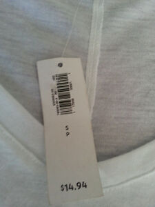 Old Navy White T-shirt-Tags on London Ontario image 2