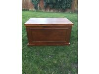 Pine toy or blanket box in very good condition