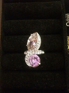 Excellent condition chic ring!!