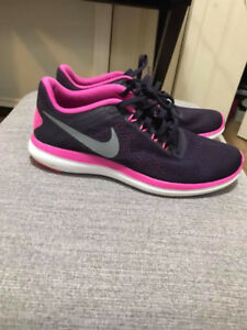Nike Womans Running shoes