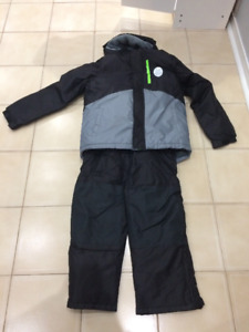 ❄️❄️BRAND NEW BOY SNOW SUIT WITH TAG, SIZE 10/12$