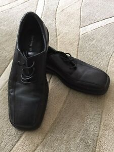 Men's Size 10 Shoes (New Condition) London Ontario image 1