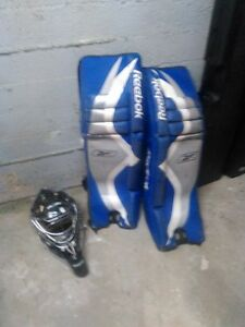 Street hockey pad and mask