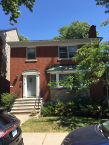 Downtown & close to Queens, 2 Bedroom, 1 Bathroom on Sydenham St