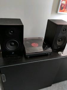 Yorkville YSM6 Powered studio monitors