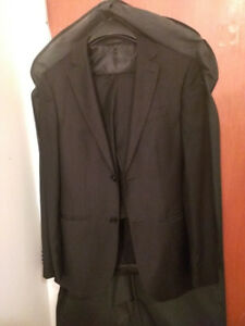 Moores Suit (Top 44/46 & Bottom 28) in a Perfect Condition