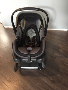 Safety 1st OnBoard 35 Infant Carseat with 2 Bases