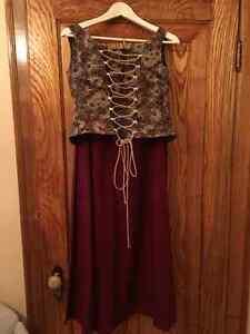 Ensemble médiéval - corsage, jupe et accessoires