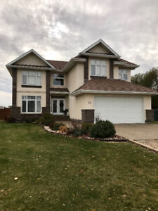 Beautiful Acreage with pool for Sale