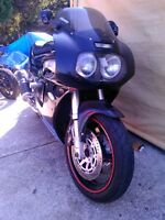 SUZUKI GSXR750 1992-93 WATTER COOLED PARTING OUT Windsor Region Ontario Preview