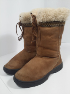 UGG - women boots - size 7 or 38 european
