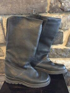 Size 10 woman's Cabelas boot