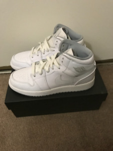 YOUTH SIZE 6Y WHITE MID AIR JORDAN 1 0/10 CONDITION $80