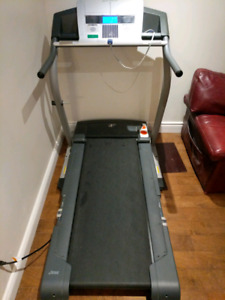 Treadmill for sale / Tapis roulant pour vente