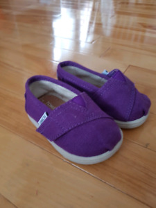 Toms size 4 girls shoe