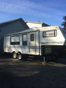 5th wheel camper in great condition $3,000
