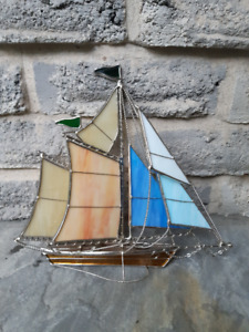 STAINED GLASS TABLE TOP SAILBOAT