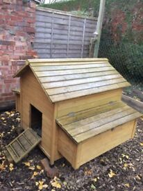 Cocoon hen house
