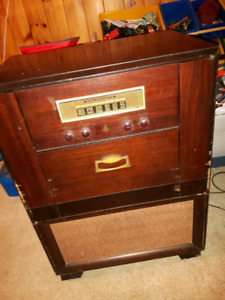 1950's Emerson Radio & Phonograph antique record player