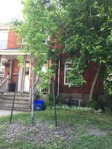 252 Victoria Street: 1 Bedroom Lease for 2nd Term Student