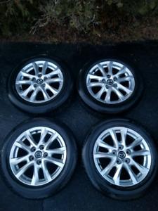 Ensemble de pneus et jantes Mazda de 16 pouces