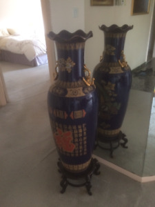 CHINESE VASE WITH STAND