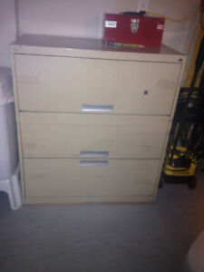 3 drawer solid metal tool box heavy duty in excellent condition