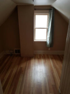 ONE BEDROOM PLUS DEN SUITE FOR RENT IMMEDIATELY!
