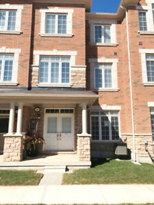 Executive Townhouse Oakville Preserve 3 Beds  3.5 Baths 2 Garage