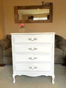 Distressed white solid wood dresser commode bois solide Baronet