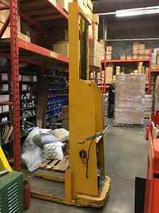 Hydraulic Electric Lift truck with charger Peterborough Peterborough Area image 3