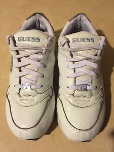 Women's Guess Sport Shoes Size 9 London Ontario image 5
