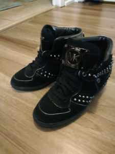 Michael Kor: Black shoes with spikes