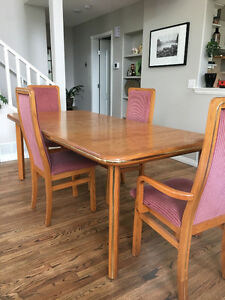 Table, Chairs & Hutch