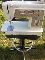 SEWERS MAKE OFFER ON ANTIQUE SINGER SEWING MACHINE & OTHER ITEMS
