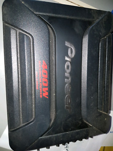 Pioneer 400 watt amp never used