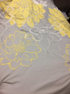 Beautiful Comforter Set King Size, I bought for my queen bed.