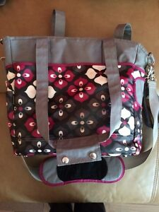 JJ Cole diaper bag Burgundy, grey & black West Island Greater Montréal image 6