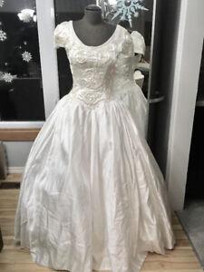 Size 6/8 Cap Sleeved Wedding Dress