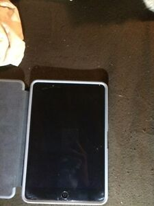 iPad 2 mini great condition w/case (a few cracks) Strathcona County Edmonton Area image 1