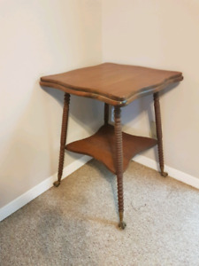 Antique stand/table