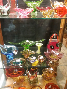 Art glass, collectibles, nostalgia, antiques plus 1000 booths