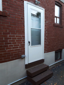 Great basement apartment in great area!