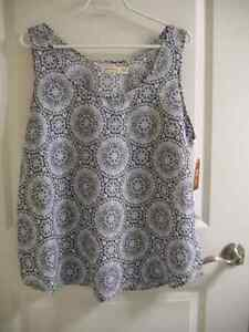 TWO SLEEVELESS SCOOPNECK TOPS (SIZE 20)