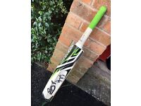 Cricket bat size 4