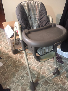 Graco Cozy Dinette Highchair !!! VERY CLEAN !!!