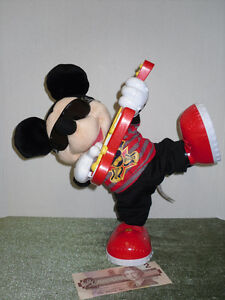 Mickey Mouse he dances and plays his guitar