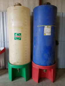 Bulk oil containers
