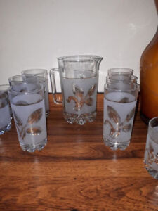 Cool vintage retro gold leaf glasses with pitcher
