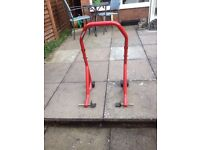 Motorcycle axle stand